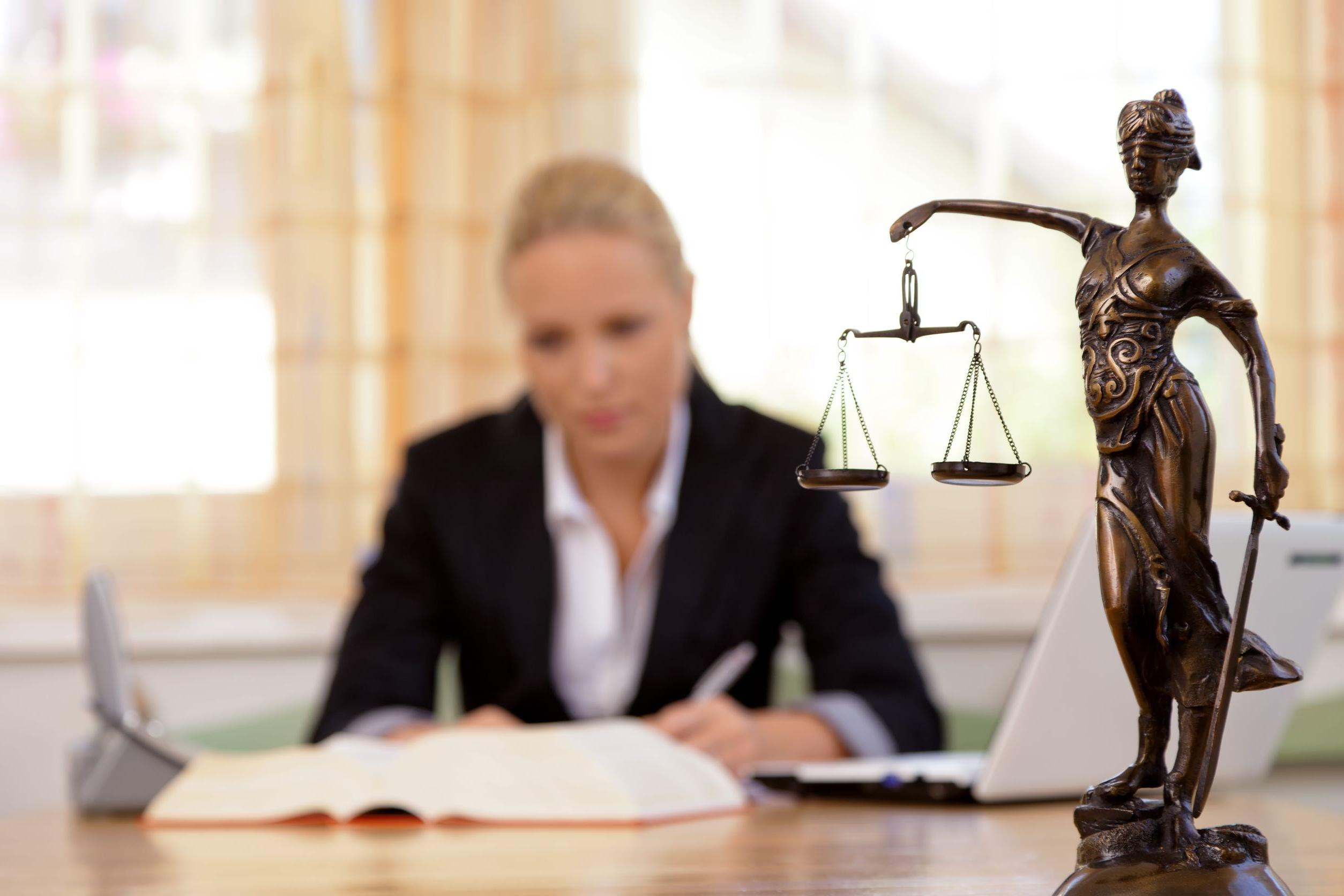 lawyer-008