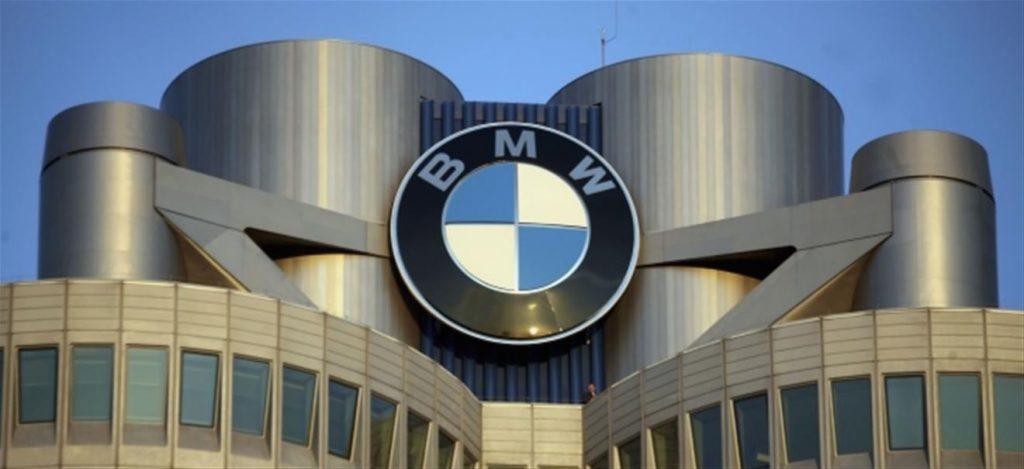لوگو بی ام و   آیا لوگو BMW شبیه پره های ملخی هواپیما است؟